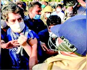 પ્રિયંકા ગાંધીનો કૂર્તો પકડનાર પોલીસકર્મી સામે કાર્યવાહી કરવા ભાજપના મહિલા નેતા ચિત્રા વાઘની માંગ