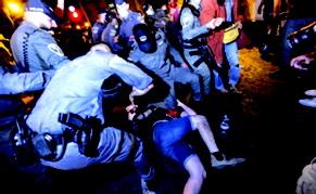 જમણેરી પાંખના હિંસક ગુંડાઓ નેતાન્યાહુનો વિરોધ કરતાં પ્રદર્શનકારીઓ ઉપર તૂટી પડ્યા