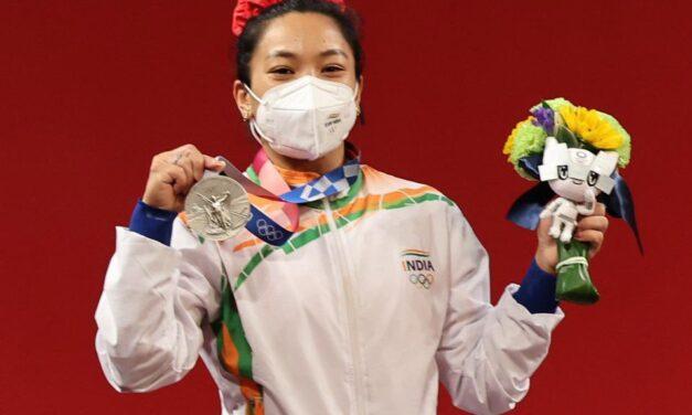 સ્ટાર વેઈટલિફ્ટરે ટોક્યો ઓલિમ્પિકમાં ભારતનું મેડલનું ખાતું ખોલાવ્યું, મીરાબાઈ ચાનુની ૧૦ સિદ્ધિઓ પર એક નજર